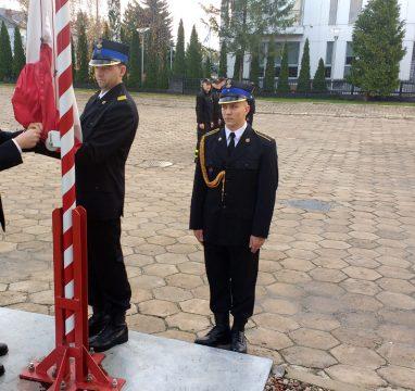 Podniesienie flagi państwowej na maszt w JRG Biała Podlaska