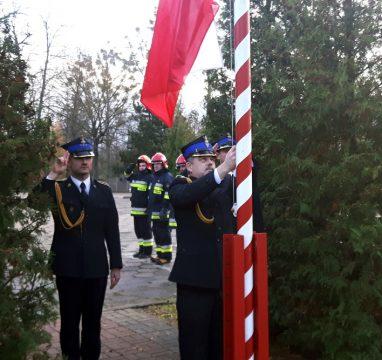 Podniesienie flagi państwowej na maszt w JRG Małaszewicze