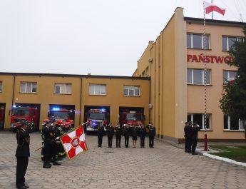 Uroczyste podniesienie flagi państwowej